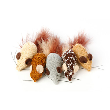 yarn-mouse-with-feather-tail